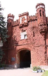 The battered Kholmsky Gate.