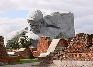 The main monument 'Courage' dominates the battlesite.